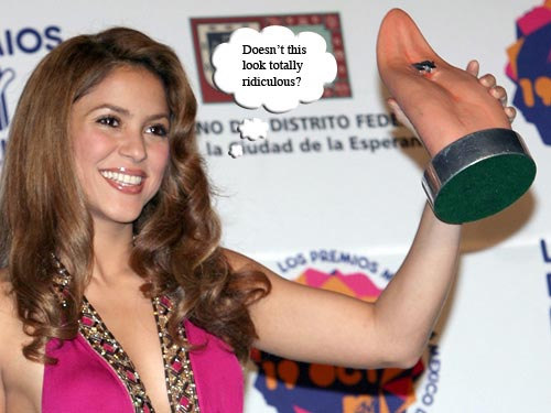 Shakira winning a tongue